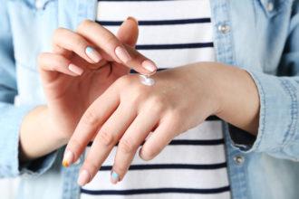Jak pielęgnować sucha i popękaną skórę dłoni