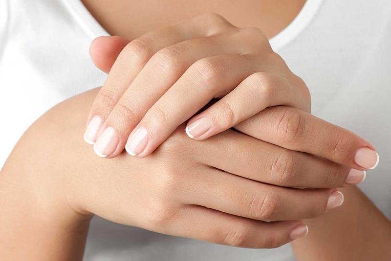 Przyczyny i sposoby na łamliwe paznokcie