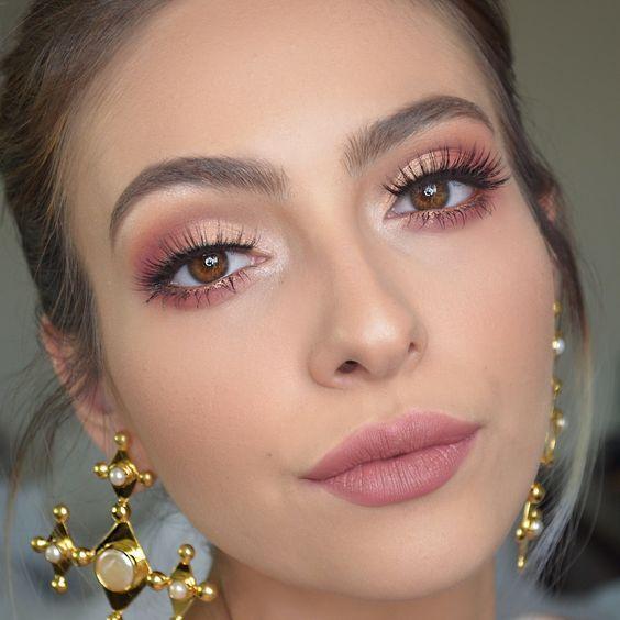 Różowy makijaż oka 2019