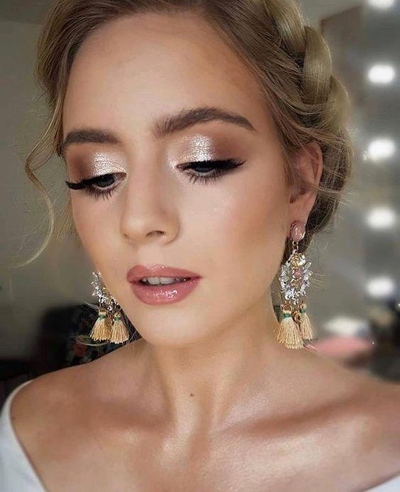 Błyszczący makijaż ślubny
