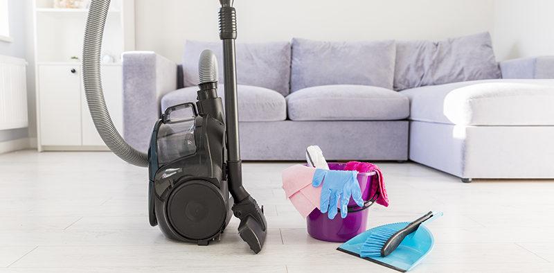 Czy warto skorzystać z pomocy firmy sprzątającej w domu