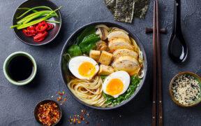 Ramen czyli jedna z najpopularniejszych japońskich zup. Czy jest zdrowy?