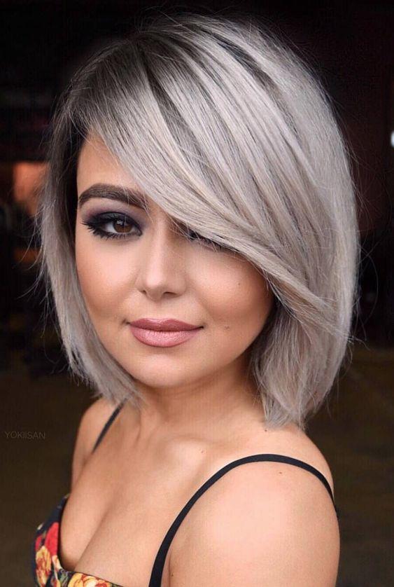 Inspiracje na krótkie szare włosy