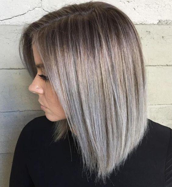 Podcięte szare włosy