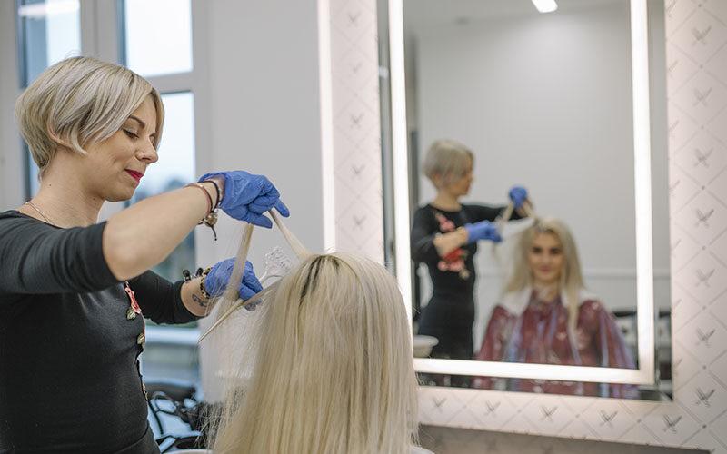 Rozjaśnianie włosów - metody domowe i profesjonalne