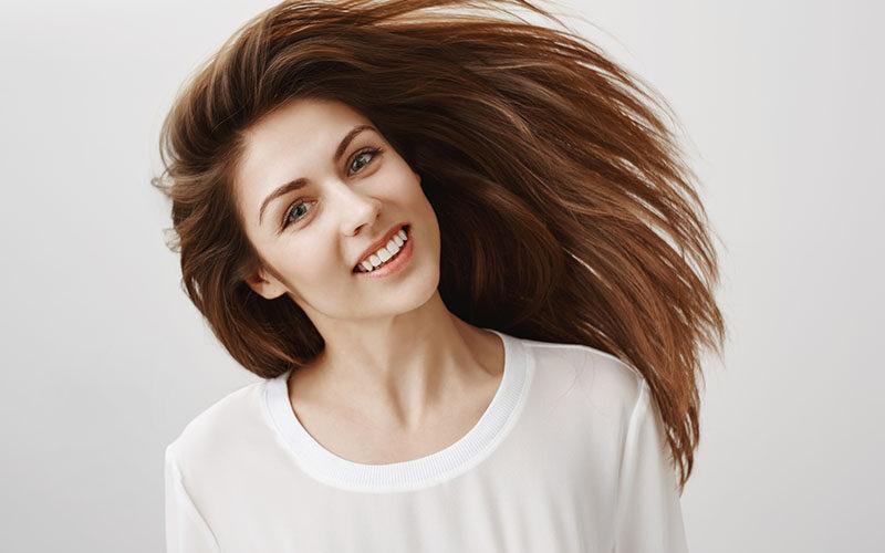 Jak skutecznie usztywnić włosy?